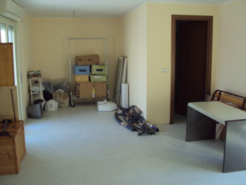 Angolo Lavanderia Terrazzo : Camporotondo via etnea vendesi attico con terrazzo e posto auto