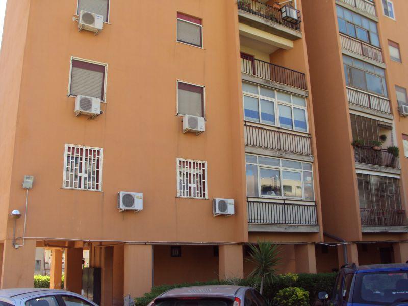 Catania - v.le Grimaldi - vendesi appartamento con 2 posti auto