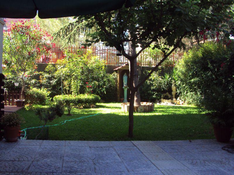 Misterbianco- Lineri- Vendesi appartamento con giardino e posto auto.