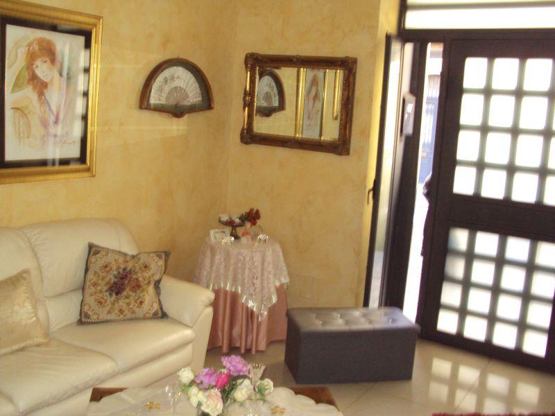 Catania - presso p.zza Bovio - vendesi appartamento indipendente